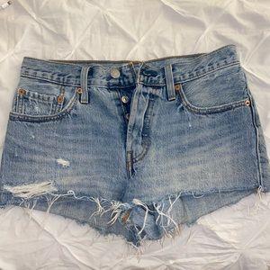 Levi Lightwash Jean Shorts